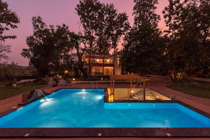Kenwoods, 5-Bedroom Pool Villa in Vikramgad