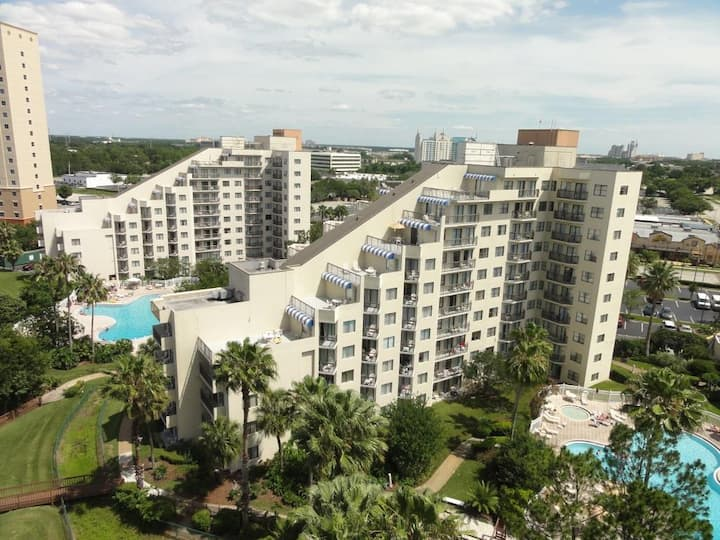 Lake-front Apt on I-Drive & Views of Universal Orl