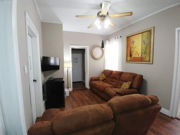 RP's Comfortable Large bedroom close to UWO (4)