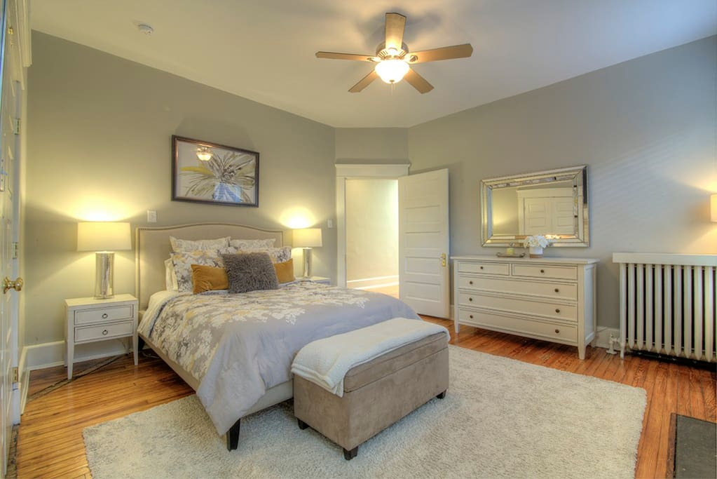 Spacious Master Bedroom with en suite Master Bath.  Including large closet.