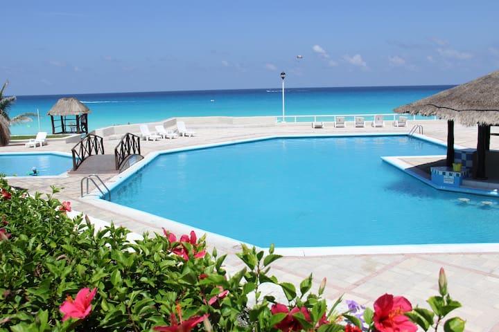 Beautiful Beach Front Condo - Cancún - Wohnung