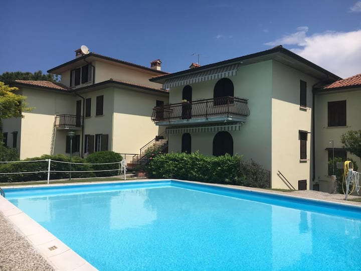 Sirmione lake and pool apartment