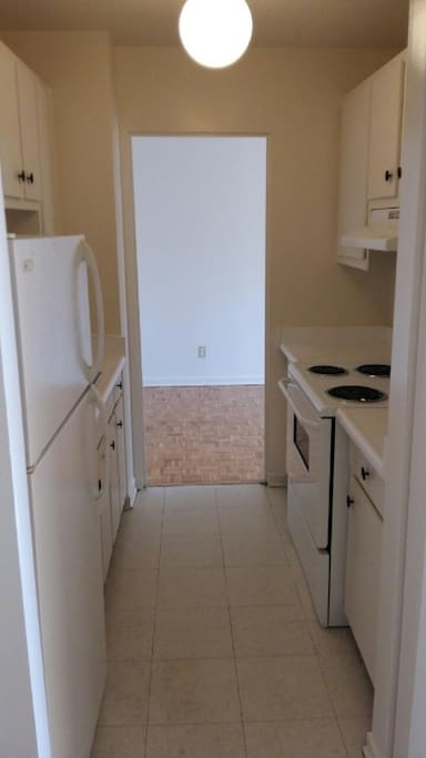 Clean kitchen, stove, microwave, and fridge at your disposal!