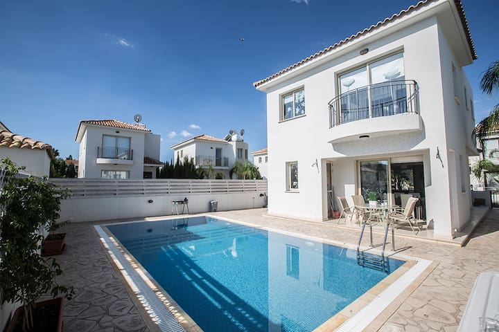Villa Megan,Modern 3BDR Villa,close to the beach