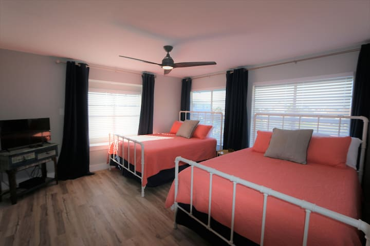 2 Queen memory foam  beds in this large downstairs bedroom! TV with Dish &Neflix