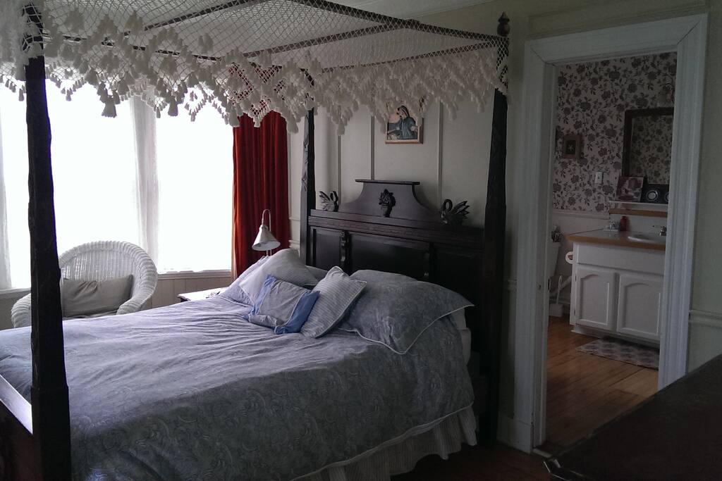 Queen Bed in the Dorothy Melita