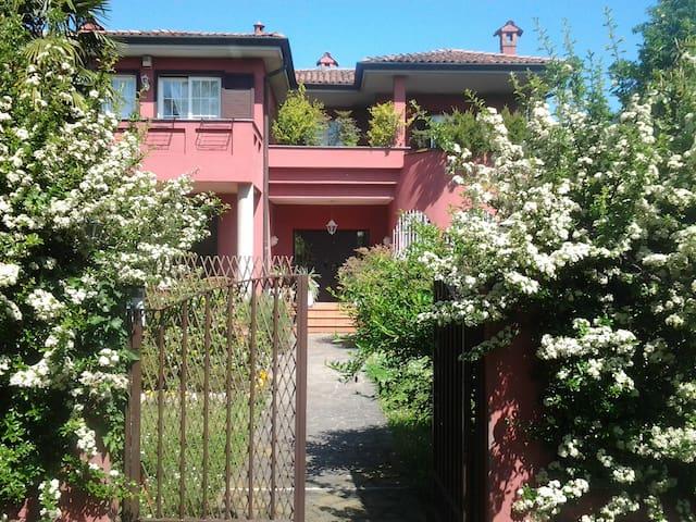 Grande alloggio open space  in  villa singola.
