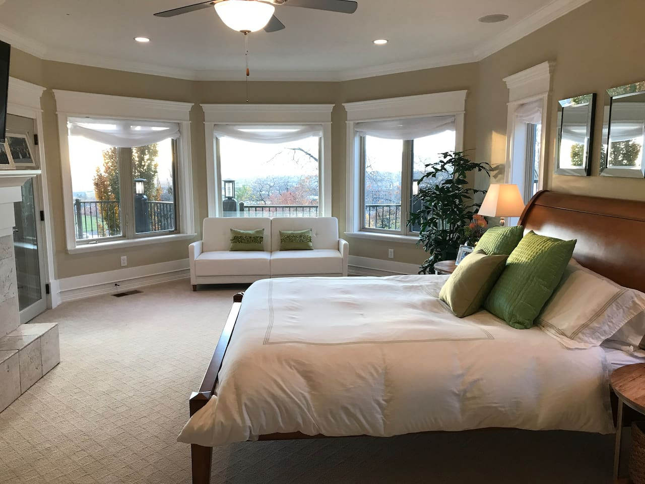 Spacious Private Bedroom Suite with Amazing Panoramic Valley View