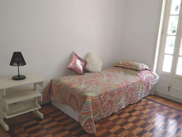 Quarto 2 / Bedroom 2