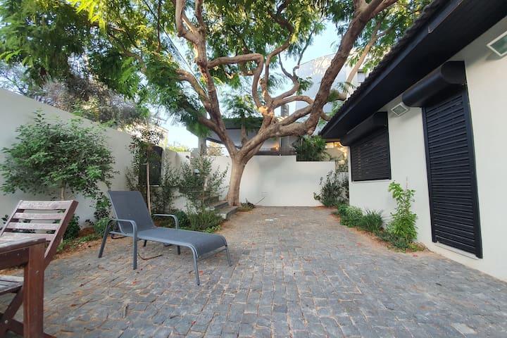 Beautiful Private House in Tel Aviv