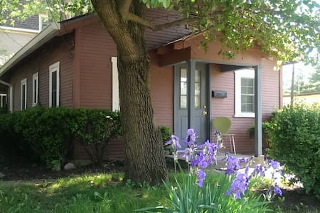 Broad Ripple Cottage Steps from Monon and Canal! - Indianapolis - House