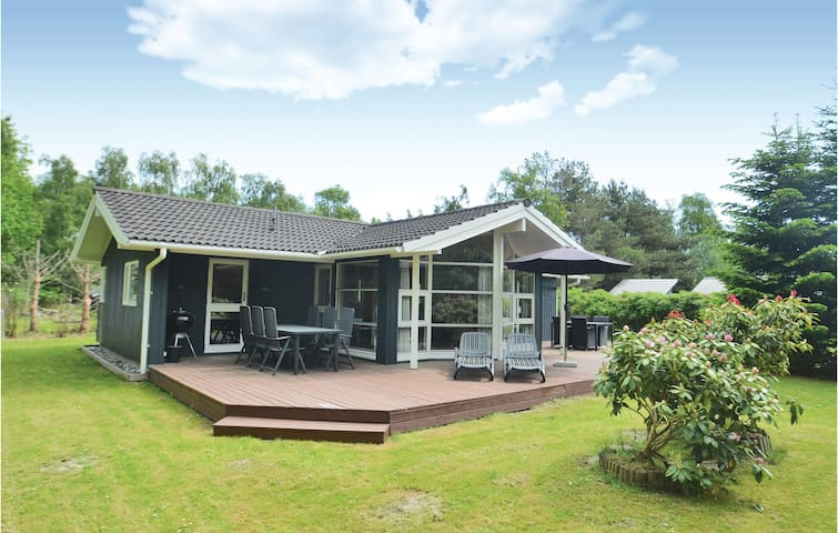 Holiday cottage with 3 bedrooms on 86m² in Væggerløse