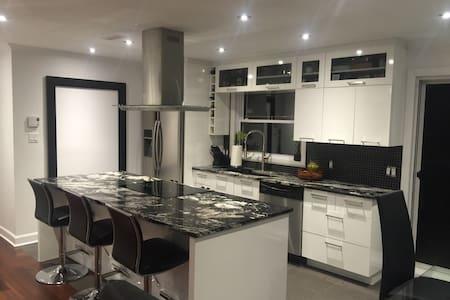 Maison a aire ouvert Spacious home - Boucherville