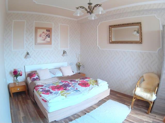 SUPERIOR Family apartment, fantastic view +balcony - Eger - Dům