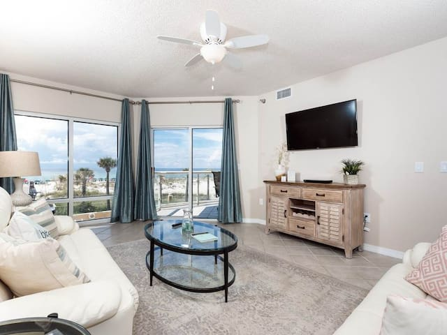 Amazing Condo! Sleeps 6, Located in Pensacola Beach, Community Pools & Other Amenities!