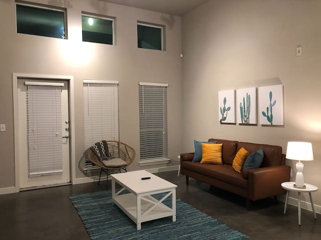 Hip 1BR Near Cultural District