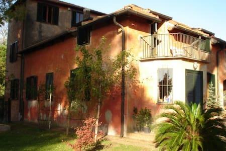 B&B Casale Monteguarnieri - Rome - Cesano - Bed & Breakfast