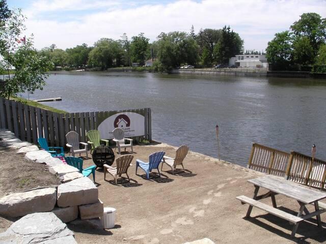 Beach1 - Riverfront Cottage #1