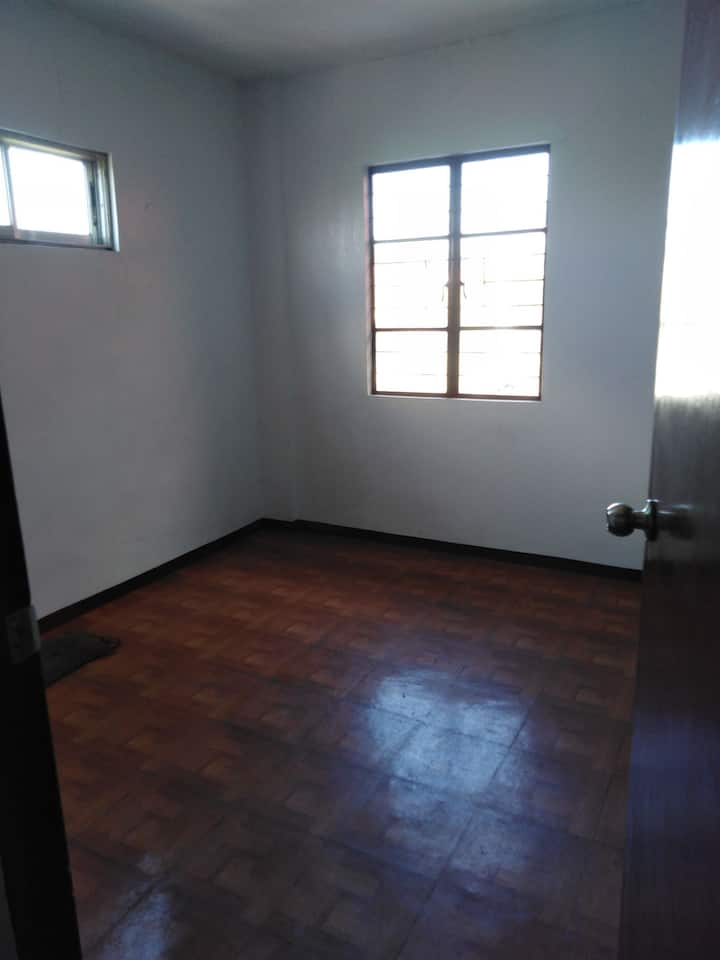 VERY SPACIOUS&COZY SPACE/ BUDGET FRIENDLY