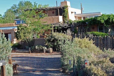 Adobe hacienda on 1 acre with views - Corrales