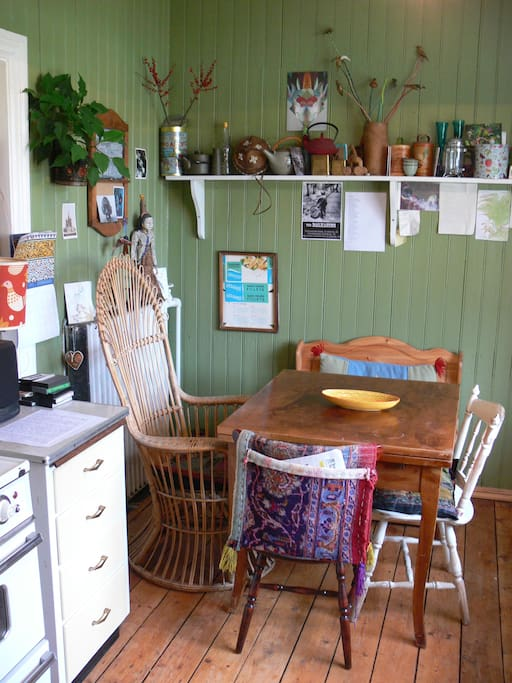 Beautiful old style kitchen - great for long breakfasts spent pondering the day's activities!