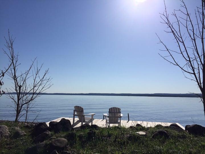 Balmy Beach Retreat : Waterfront