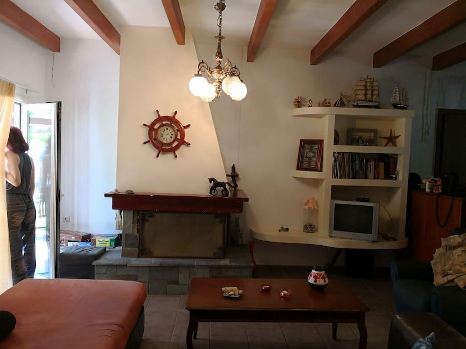 Living Room-fireplace Σαλόνι-τζάκι