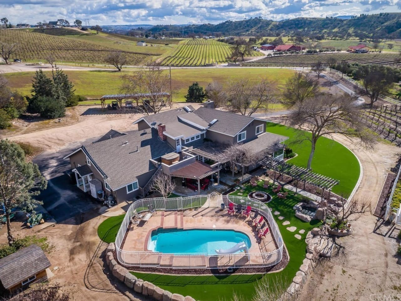 Luxury Vineyard Estate With Pool, Hot Tub, Fire pit, & Views