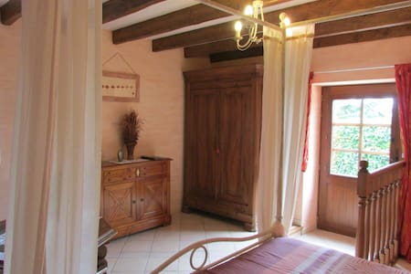 Chambre d'hôtes proche St Cirq Lapopie - Bed & Breakfast