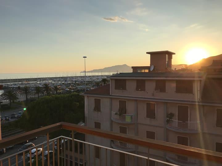 Goditi il tramonto a Lavagna