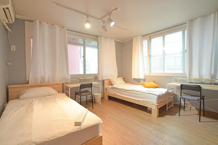 La La Share [Female Only] Double single bed room