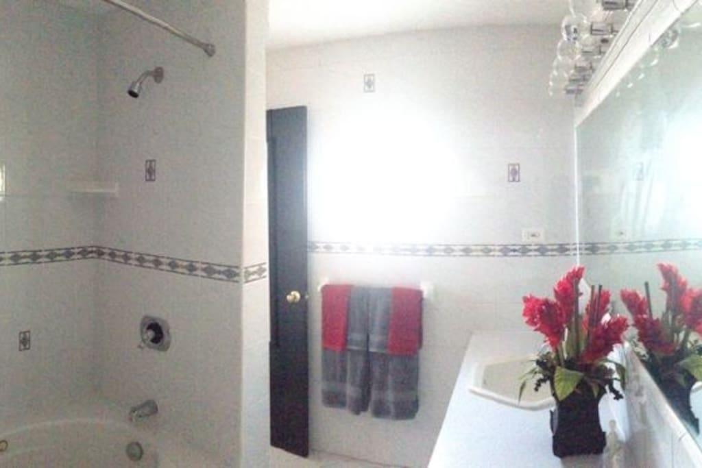 Bedroom in Master bedroom, ijncluding bath towels and beach towels