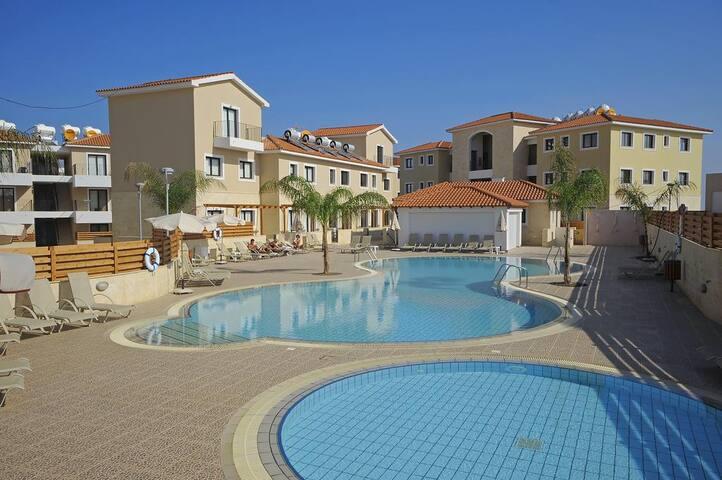 Marand BF11  - Luxury Pool View Apartment