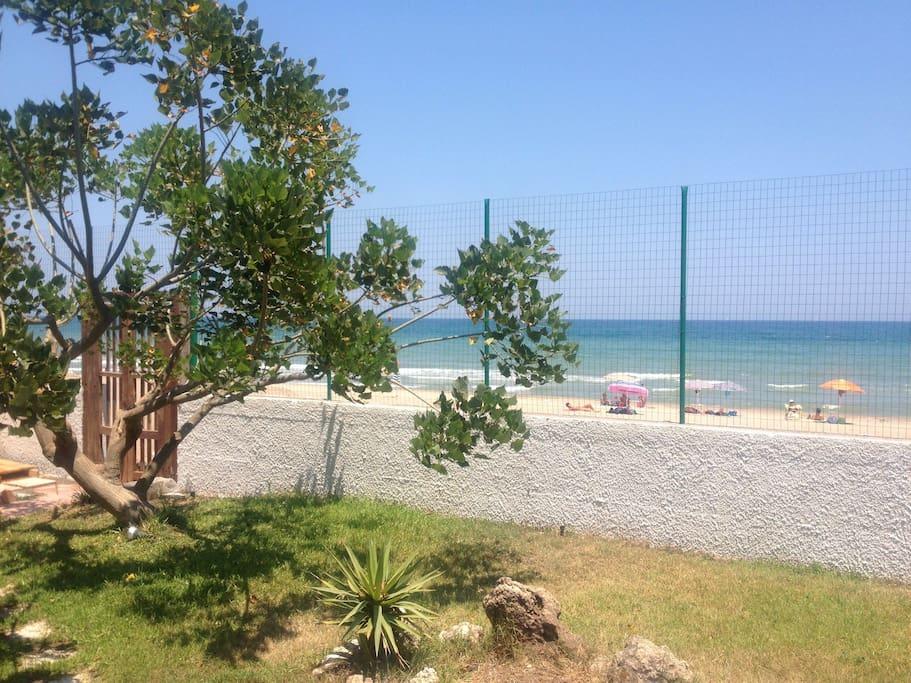 Meravigliosa villa sul mare ville in affitto a catania for Disegni moderni della casa sulla spiaggia