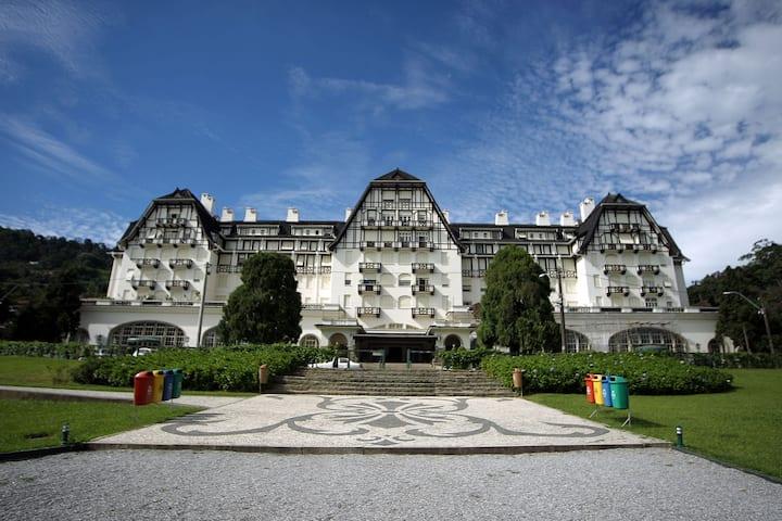 Loft com mezanino no histórico Palácio Quitandinha