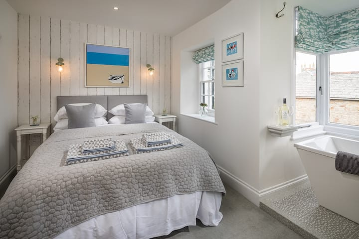 Stunning room in idyllic house, Newquay Cornwall