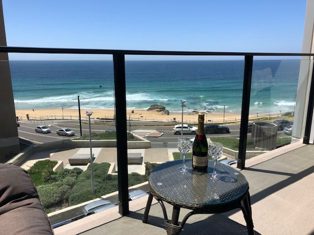 Luxury Beach Front Accommodation - Newcastle Beach