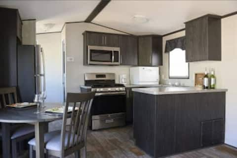 Beautiful Cottage With Access to Rice Lake