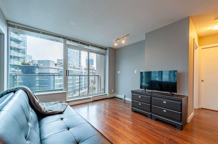 1bdr. Great Location, Downtown Vancouver +Parking