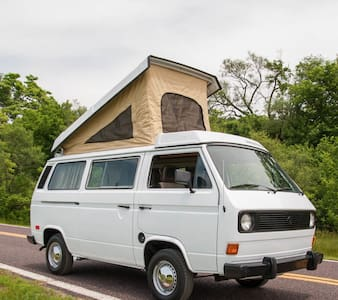 Cult VW camper van for adventures in Carlyle Lake - Carlyle - Karavan
