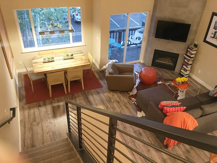 Mountain modern 3-bedroom updated townhome