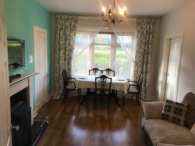 Spacious 2 bedroom garden ground floor flat