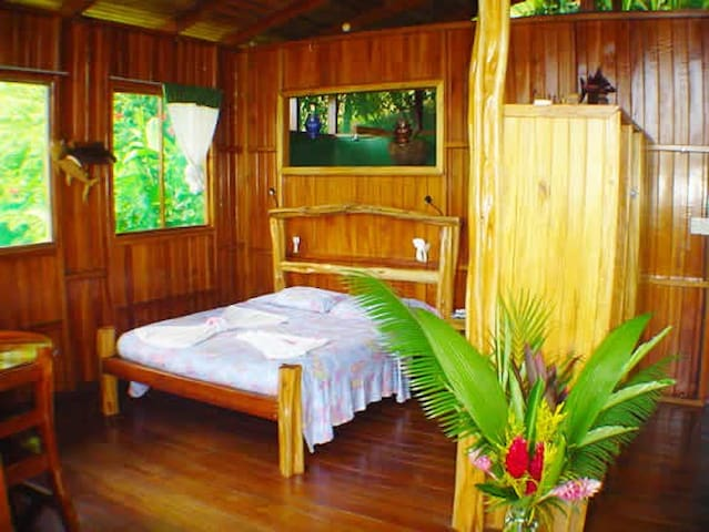 Private OSA Beach Bungalow - Carate - Bed & Breakfast