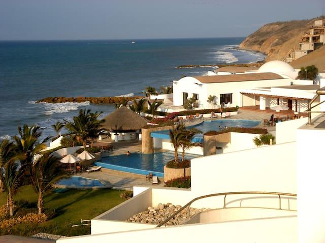 Oceanfront Manta Getaway - Manta - Apartmen