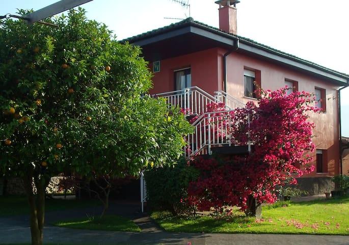 Casa con jardin en Llanes  - Llanes - House