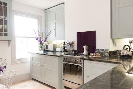 Boutique hotel style 2 bed flat/apt - Londyn - Apartament