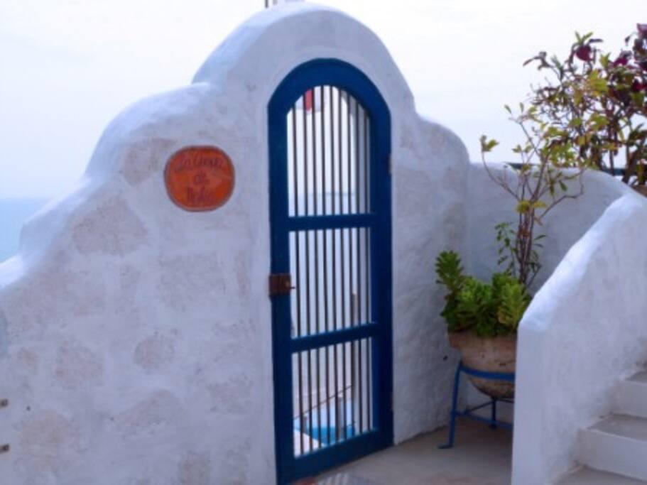 Accesss Door to the Cave/ Puerta de Acceso a la Cueva