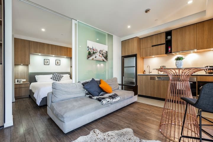 South Yarra Executive 1 bedroom  Amazing value !