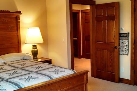 Private room on Bitterroot River - Stevensville