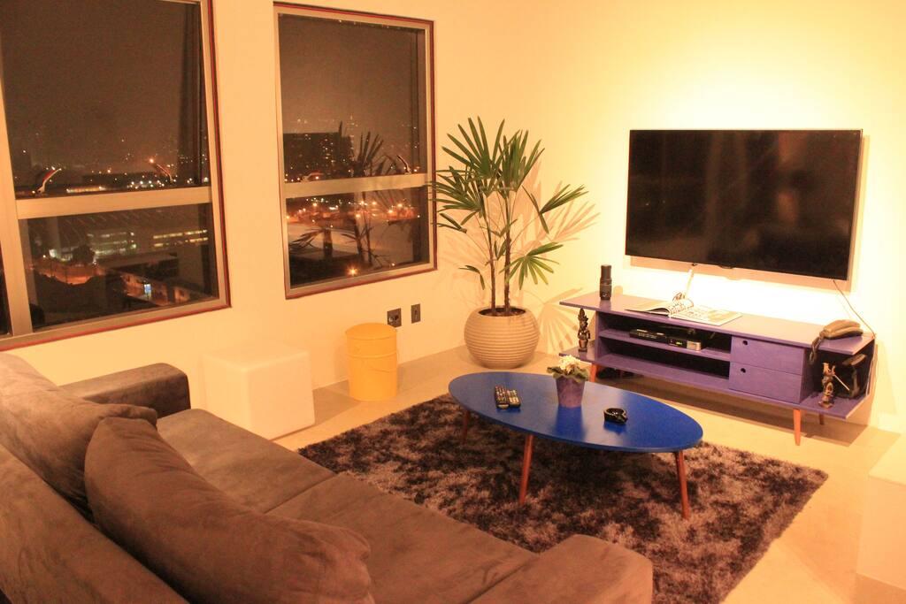 Sala de TV com tela de 55``